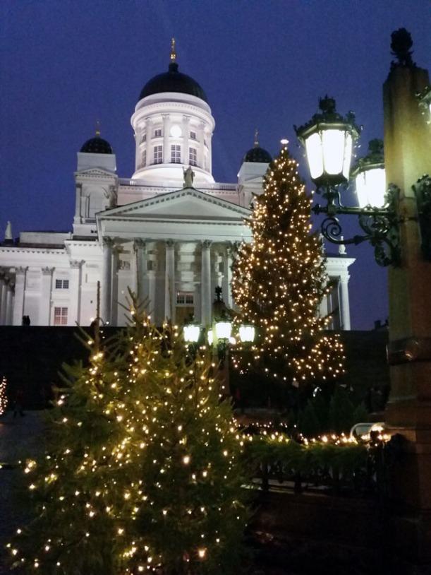 Helsinki_Christmas_senatesquare_helsinkicathedral