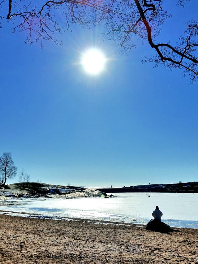 Helsinki_spring_beach